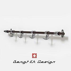 Jetzt bei Living Quality im Angebot! Die Bengt EK Design Garderobe, die auch als Küchenhänger für Pfannen und Töpfe eine gute Figur macht. Statt UVP 209,95 Euro jetzt nur 99 Euro!