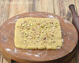 Kesar Pista Biscuits, Kesar Pista Badam Biscuit recipe | Indian Vegetarian Recipes | by Tarla Dalal | Tarladalal.com | #2529