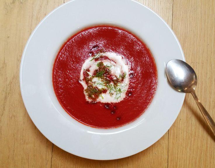 Polévka z červené řepy s fenyklem
