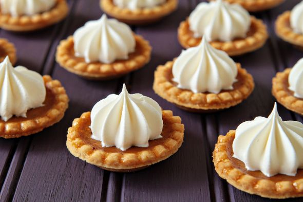 Mini Pumpkin Pies!  'Tis almost the season... @mybakingaddiction