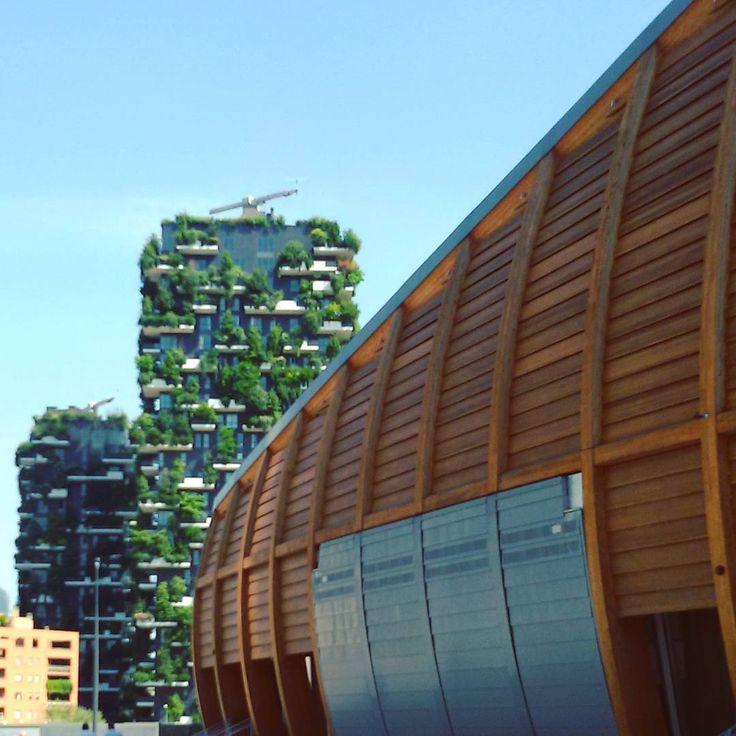 YoYo atelier   #unicredit #pavillon e sullo sfondo il #boscoverticale #architettura #contemporanea #milano #micheledelucchi #portanuova #milanoportanuova . #unicreditpavilion #verticalwood #contemporary #architecture #milan #italy #travel #travelling #travellingram #instatravel