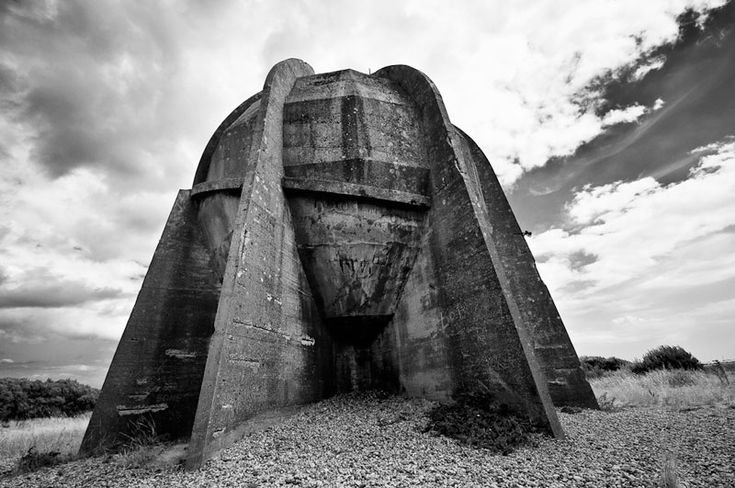 Rear of 30' Sound Mirror - Dungeness, Kent, UK - Photo : Richard Reader