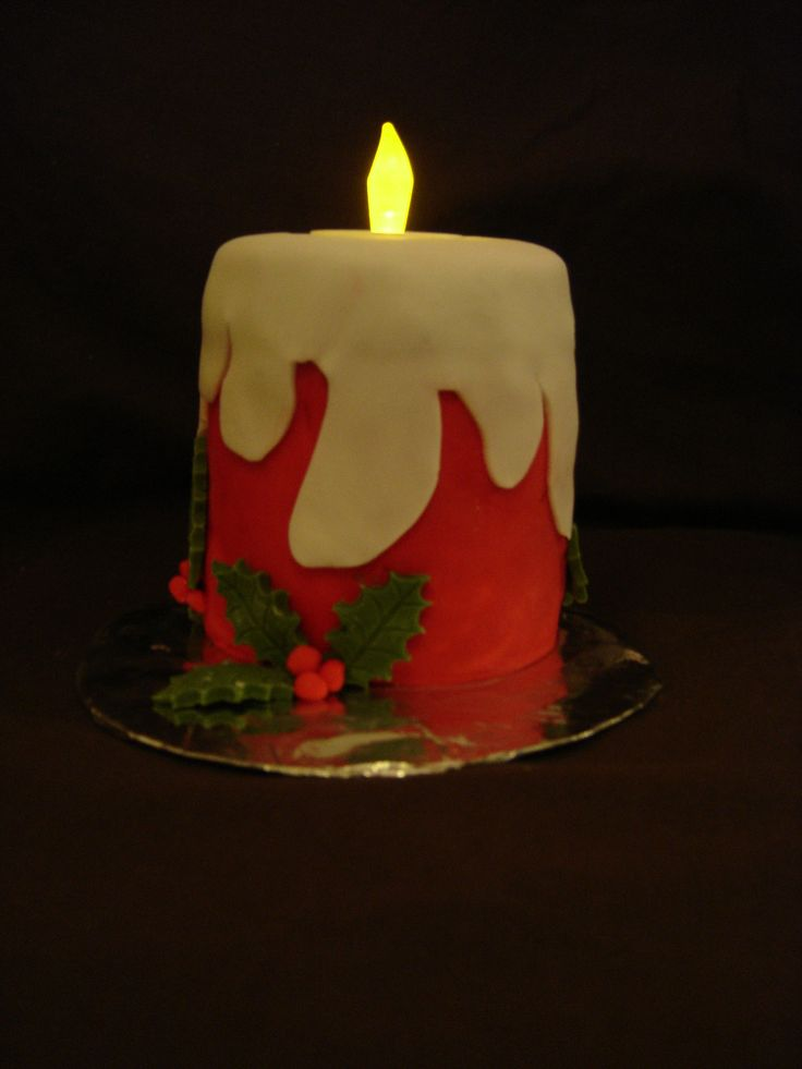 Flickering candle cake with battery operated flame with