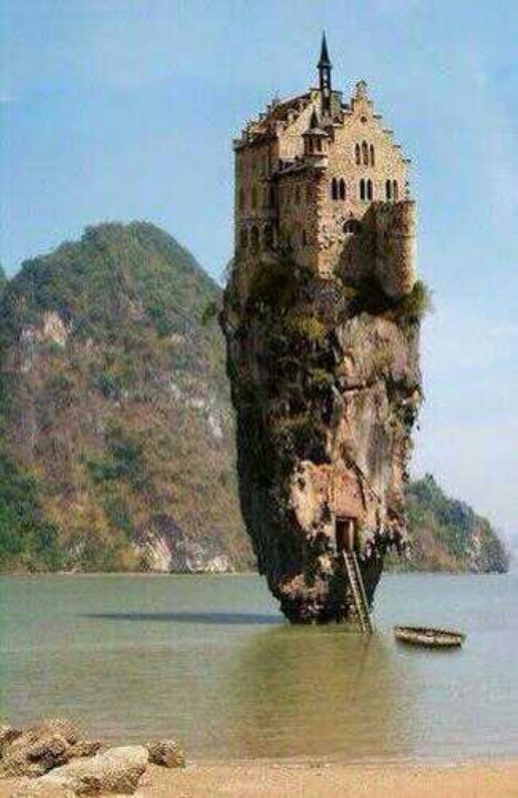Island castle Ireland....not sure if this is real or not. I prefer Real_Yesenia