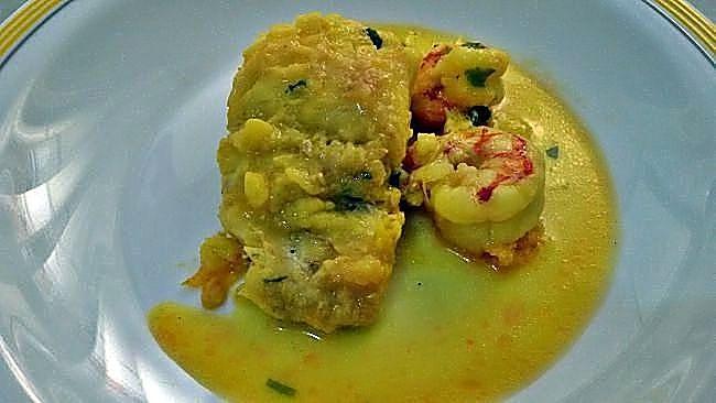 Pescadilla en salsa con gambones