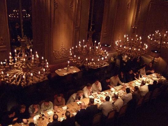 SATCでキャリーとビッグの結婚式前夜のパーティーのシーンで使われました。