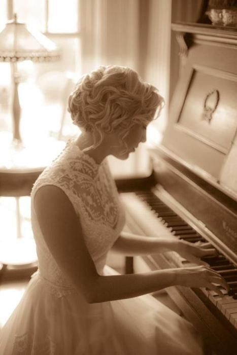 I love the high lace neckline, modest dresses are so much prettier!