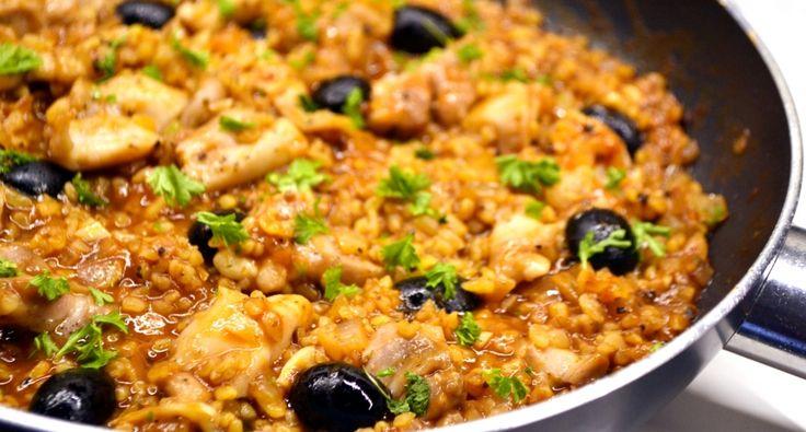 Csirkés bulgur egytálétel recept: A bulgurt még csak kb. fél éve fedeztem fel, de azóta rendszeresen használom. Hasonló a rizshez, ezáltal köretként is jól funkcionál, viszont egészségesebb tőle, úgyhogy mindenképpen érdemes kipróbálni! :)