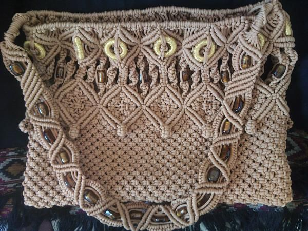 macramé - tipo de adorno de tejido anudado y bordado de origen arabe