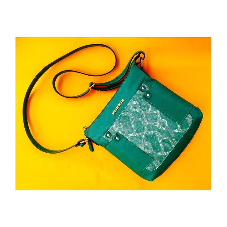 Bolso Manos Libres 5041 #PrimaveraVerano2015 Verde lucy, apliques de cuero grabado Mamba. #CrossBodyBag #EdiciónLimitada #Marruecos1986 #RealLeather