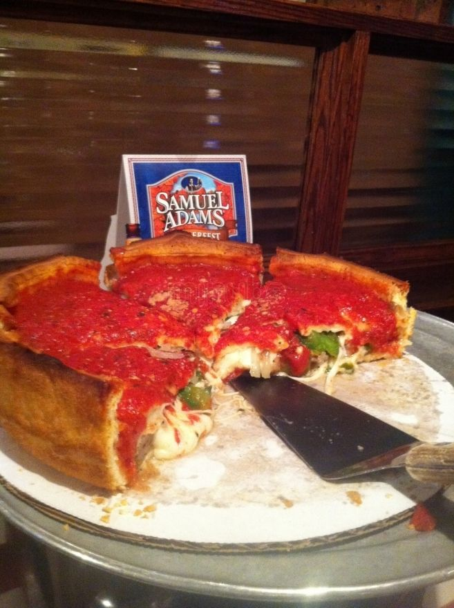 Stuffed pizza en Giordano's, Chicago via @minube