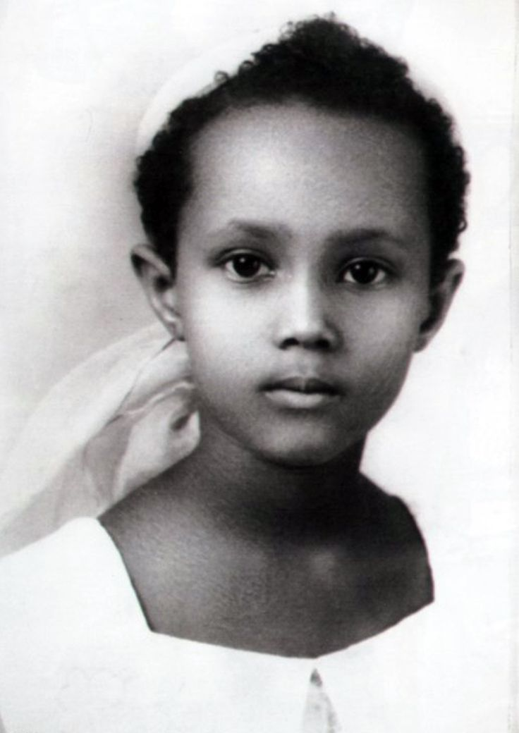Iman (model)Omg she resembles my niece who is half Rwandan(Tutsi) on her dad's side; and Irish, Russian Jewish, Native American and African Diasporic on her mom's side!!