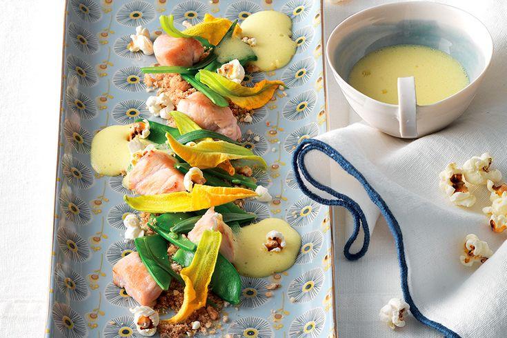 Taccole, fagiolini, fiori di zucca e pollo a dadini