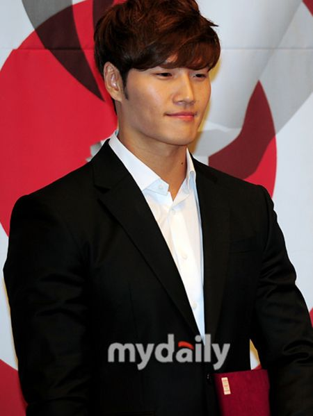 Kim Jong Kook congratulates manager's marriage and to release new album this month