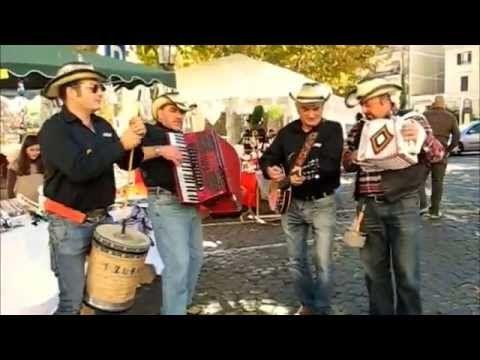 Folklore abruzzese: musica popolare con fisarmonica, organetto, bufù, ba...