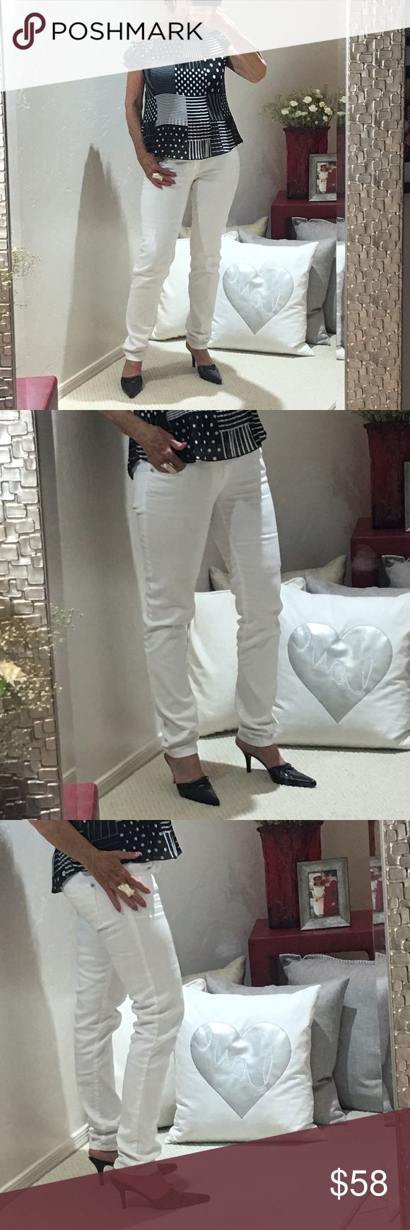 "FLASH🚨SALE🚨 I am selling the most fabulous pair of white skinny jeans that is always a flattering sexy and classic color/style.  These are also perfect for those spring and summer days ahead. Pair with this black and white pheasant blouse and take your style to another level of fantastic...your girlfriends will all be so jealous and of course you have just created the WOW factor.. excellent condition size 6 inseam 30"" Arden B Tops Blouses"
