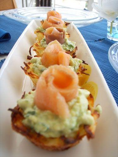 Картофельные тарталетки с авокадо и копчёным лососем. / Рецепты блюд / РаботаемДома