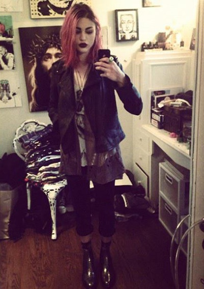| Frances Bean Cobain | pinned this cuz I love the Jesus in the back