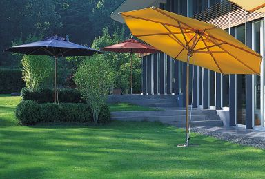 Klassischer Holzsonnenschirm