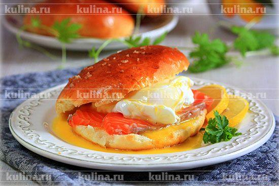 Булочки с яйцом-пашот и лососем - рецепт с фото
