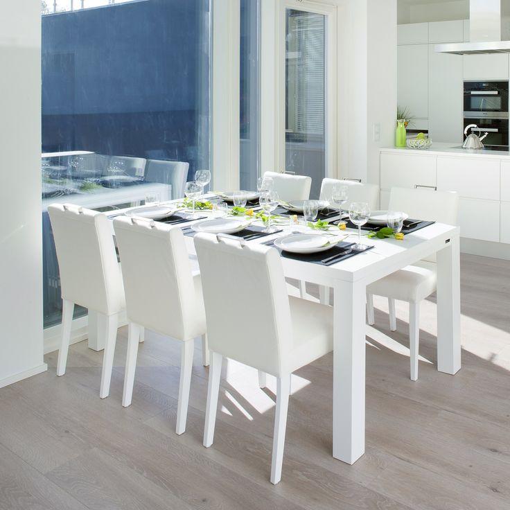 Käykää pöytään! Malli: Luoto ruokapöytä ja Sara tuoli Vaihtoehdot: useita pöytäkokoja ja väri- sekä verhoiluvaihtoehtoja Jälleenmyyjä: Isku-myymälät  #pohjanmaan #pohjanmaankaluste #käsintehty
