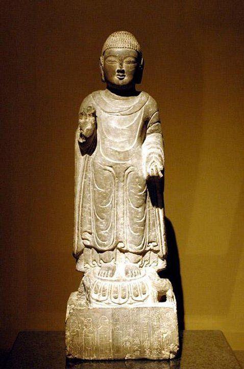 Chiny - Szanghaj i okolice - starożytna figurka w muzeum w Szanghaju