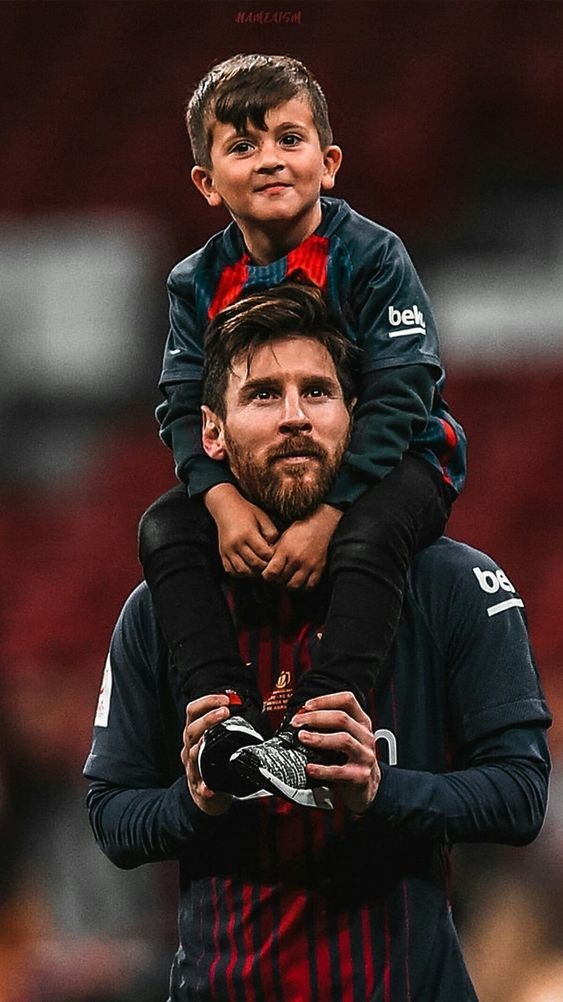 MESSI WITH LITTLE MESSI | Pemain sepak bola, Gambar sepak