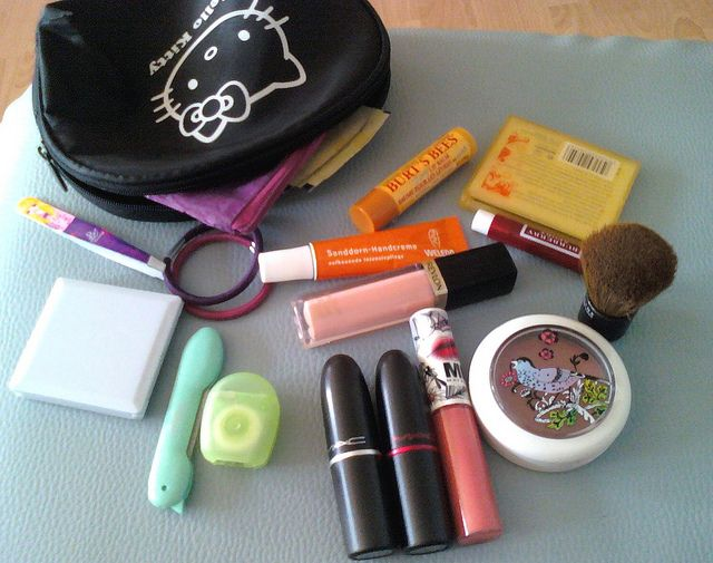 The stuff I carry in my make up bag on a daily basis...     This is lovely