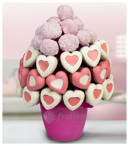 Sweet heart cake by Frutiko.cz www.frutiko.cz/en/sweet-heart