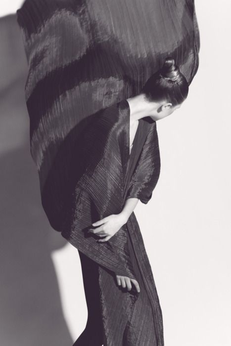Photo: Irving Penn. Dress: Miyake. I like that this piece is very flowing and simple, it looks good because it looks smooth and easy, the colours are dark which would stick up, I like that tho piece is pleated and flowing