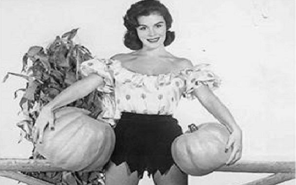 #Pumpkin Pies, Pumpkin Pickin' tis' the season of pumpkins. We have PUMPKIN PEELS! treat your skin to a pumpkin peel it is great for all skin types and doesnt require downtime. It is a great way to get a nice glow.