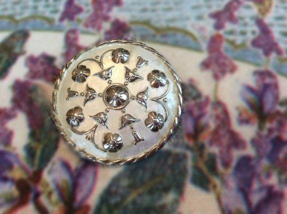 Nydelig sølvnål