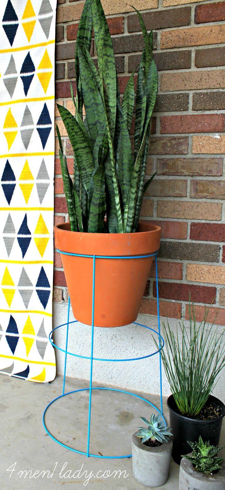 DIY Tomato Cage Pot Planter. - 4 Men 1 Lady