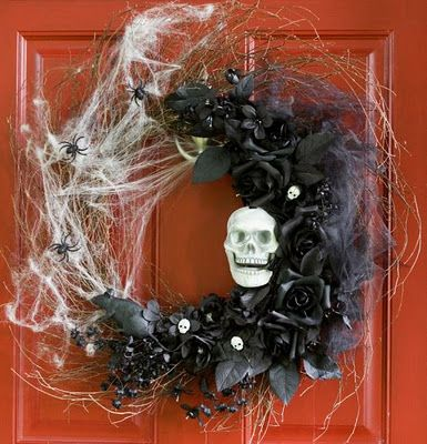 I know it's not Halloween anymore, but I LOVE this Halloween wreath!