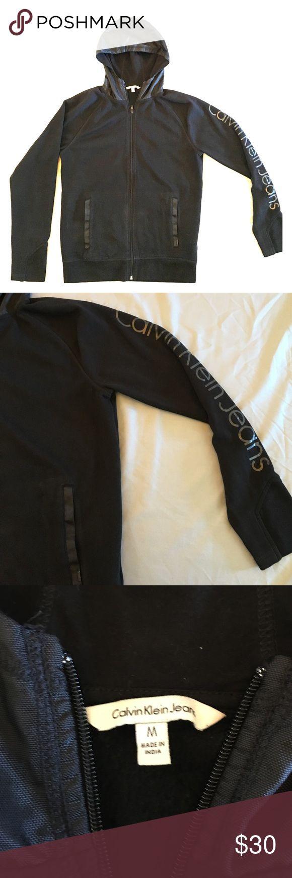 ⭐️Men's Calvin Klein hooded black sweatshirt⭐️ Men's Calvin Klein size medium hooded black sweatshirt in excellent condition. Calvin Klein Jeans Sweaters Zip Up