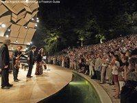 Festival de la Roque-d'Antheron 2007 - Festivals été 2007, en France - La Roque-d'Anthéron est un charmant village situé au bord de la Durance, entouré de magnifiques paysages, face aux contreforts du Luberon. Il est réputé internationalement pour son festival de piano...