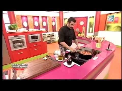 Patatas rellenas con salsa brava