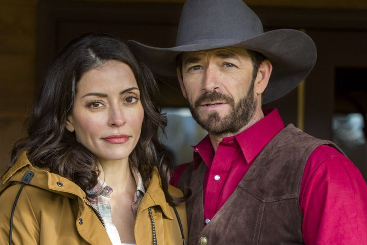 Love in Paradise - January 2, 2016 starring Luke Perry and Emmanuelle Vaugier