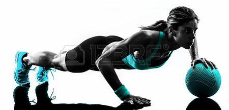 Een Blanke Vrouw Te Oefenen Medicine Ball Fitness In De Studio Silhouet Geïsoleerd Op Witte Achtergrond Royalty-Vrije Foto, Plaatjes, Beelden En Stock Fotografie. Image 35380448.