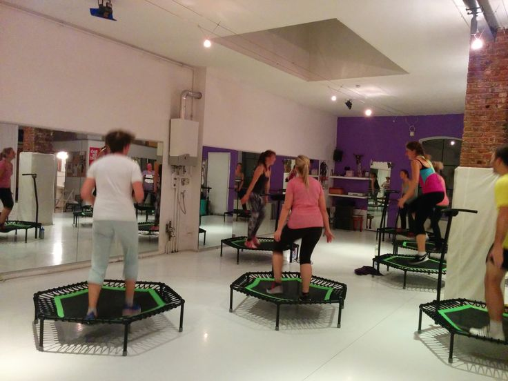 #EIMSBÜTTEL Heute Abend werden wieder Kalorien abgehoppst!  #jumpingfitness #hamburg #cityjumping #trampolin