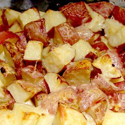 TONS of Red Potatoes Recipes.... always good when you need some side dish: Garlic Roasted Potatoes, Dinners Tonight, Baking Red Potatoes, Fresh Veggies, Roasted Red, Baby Red, Red Potatoes Recipe, Easy Baking Red Skin Potatoes, Garlic Red Potatoes