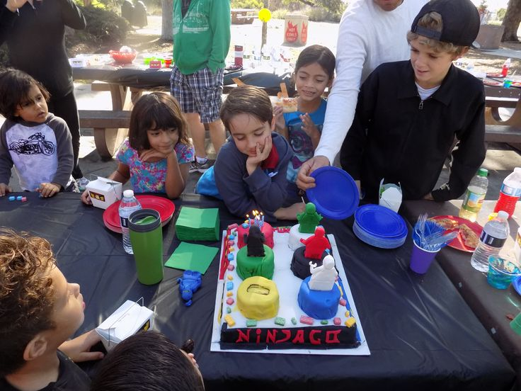 Jay and his friends, singing happy birthday