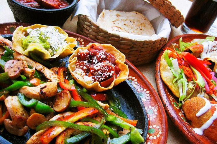 Kokeile suklaasta ja chilistä valmistettua mole poblano -kastiketta, jota tarjoillaan mm. kanan ja lihan kanssa sekä juustolla täytettyjen enchiladojen, eli maissirullien kaverina.  Makumatka Meksikoon: http://www.finnmatkat.fi/Lomakohde/Meksiko/Playa-del-Carmen/?season=talvi-13-14