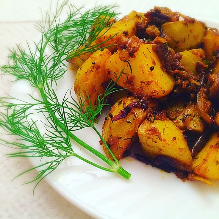 Fried Potatoes With Dill Leaves also known as Suva/Soya Aloo Bhaji in Hindi is another mouth watering dry vegetarian dish from Indian Kitchen Diaries.