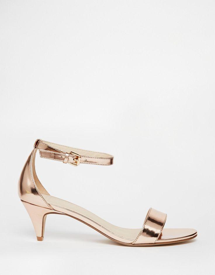 Sandales à petit talon pour plus de confort et de simplicité #wedding