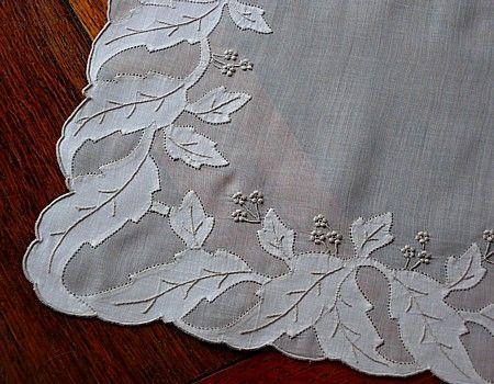 Leaf applique.  Em's Heart Antique Linens -Vintage Madeira Embroidered Organdy Placemats Napkins Set                                                                                                                                                                                 Mais