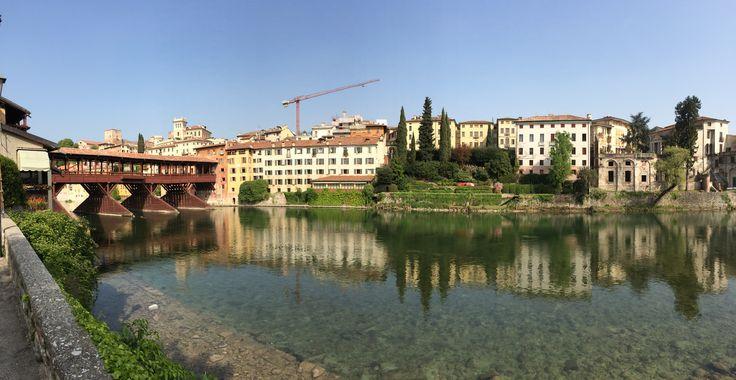 Panoramica del Ponte degli Alpini e lungo Brenta a Bassano del Grappa (Vicenza Veneto Italia). L'abitazione si trova sulla desta, vicino a Palazzo Sturm