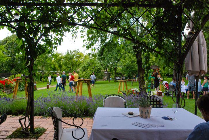 Ősszel is nyitva tartó balatoni éttermek – Káli Art Inn--Köveskál
