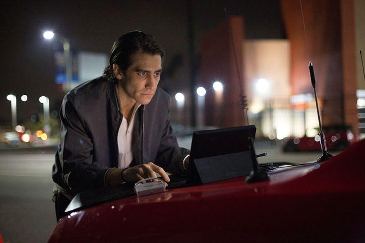 Heißer Draht: Lou Bloom (Jake Gyllenhaal) muss seine Aufnahmen sofort liefern.  © 2014 Concorde Filmverleih GmbH