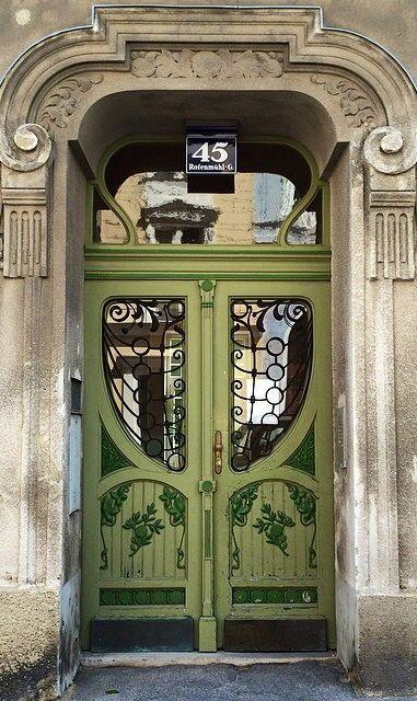 VIENNA green door